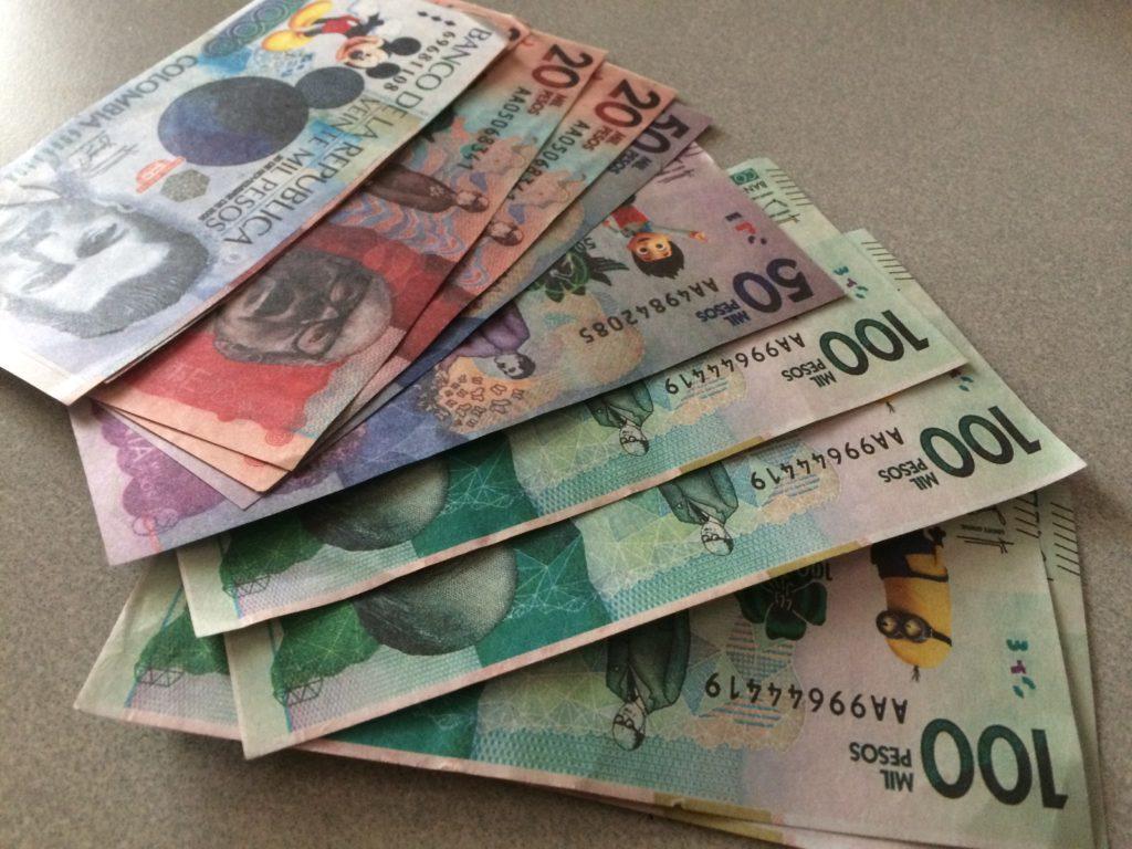 日本で1万円札を出しても、店員さんに「もっと細かいの持ってないの?」と訊かれない