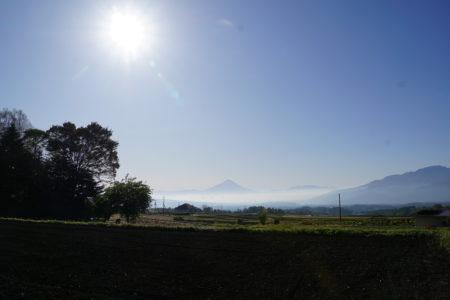 富士山が自然と視界に入ってくる地で